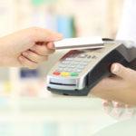 Zu einem Jedermann-Konto gehört auch eine Bankkarte, die das bargeldlose Bezahlen ermöglicht.