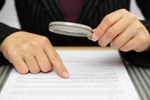 Ablauf vom Regelinsolvenzverfahren: Zuerst prüft das Gericht, ob die Voraussetzungen der Insolvenzeröffnung vorliegen.