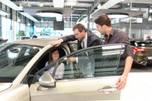 Ein Autokredit trotz Privatinsolvenz ist nur mit einem Arbeitgeberkredit möglich.