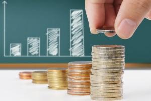 Darlehensschulden können in festen Tilgungsraten (+ Zinsen) zurückgezahlt werden.