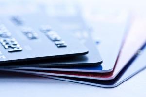 Dispo-Schulden vermeiden: Ändern Sie auch Ihr Kaufverhalten (z. B. durch Bargeld- statt Kartenzahlung).