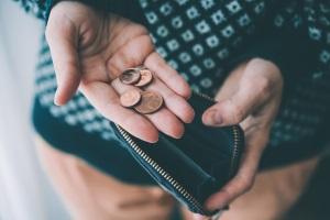 Häufen sich die Dispo-Schulden, sollten Sie eine Schuldnerberatung aufsuchen.