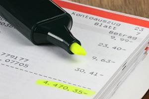 Bei einer Doppelpfändung werden Konto und Gehalt gepfändet. Dies ist innerhalb der Pfändungsfreigrenzen möglich.