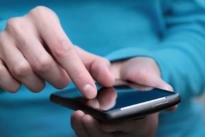Viele Jugendliche und junge Erwachsene haben Handyschulden.