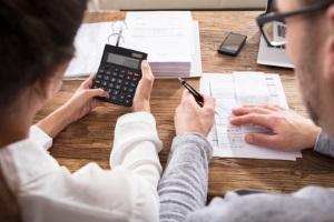 Der Haushaltsplan wird nach der Erstellung auf die Probe gestellt. Dann stellt sich heraus wie realitätsnah oder fern die eigene Finanzplanung ist.