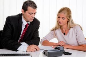 Wann sollten Schuldner die Insolvenz anmelden? Dazu kann die Schuldnerberatung informieren.