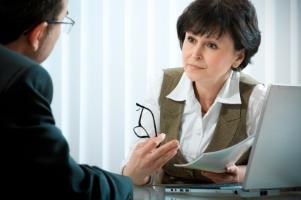 Bei Insolvenz den Arbeitgeber selbst zu informieren, ist oft eine gute Wahl.