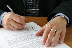 Als einer der Insolvenzgruende zählt die Zahlungsunfähigkeit nur bei Eigenantrag durch Unternehmen.