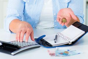 Bei Zahlungsunfähigkeit ermöglicht das Insolvenzverfahren eine geordnete Schuldenregulierung.