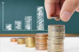 Die Gläubiger werden quotenmäßig ausbezahlt. Anschließend wird das Insolvenzverfahren aufgehoben.