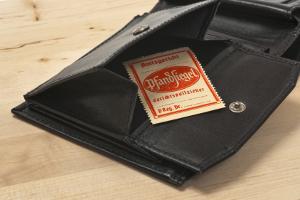 Bei einer Insolvenzversteigerung können sowohl bewegliche als auch unbewegliche Gegenstände verkauft werden.