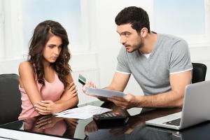 Wenn Jugendliche nicht mit Geld umgehen können, tappen sie schnell in die Schuldenfalle.