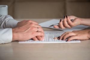 Kreditschulden bei Scheidung: Eine Trennung ändern nicht den Kreditvertrag.