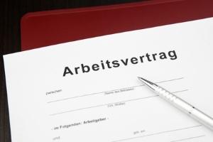 Es ist möglich, dass eine Lohnabtretung arbeitsvertraglich ausgeschlossen wird.