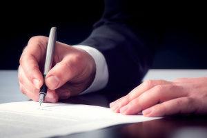 Nicht verschuldete Personen erhalten auf Antrag einen Negativbescheid vom Insolvenzgericht.