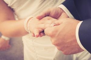 Pfändungsfreigrenze bei einem Ehepaar ohne Kind: Die gegenseitige Unterhaltspflicht ist zu prüfen.