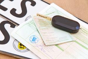 Pfändungsrechner: Schuldnern mit Dienstwagen, wird unter Umständen mehr pfändbares Gehalt angerechnet.