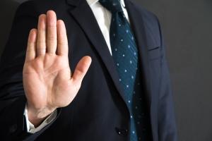 Wenn Sie bei einer Privatinsolvenz den Arbeitgeber nicht informieren wollen, kommen Sie am Insolvenzverwalter nicht vorbei.