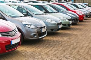 Trotz Privatinsolvenz können Schuldner unter Umständen ein Auto anmelden.