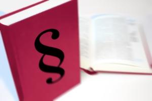 Folgen für die Privatinsolvenz: Bei einer Straftat zu zahlende Geldstrafen werden nicht von der Restschuldbefreiung erfasst.