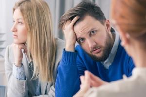 Für die Privatinsolvenz gilt: Normalerweise haftet der Ehepartner nicht.