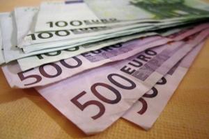 Für die Privatinsolvenz fallen z.B. Gerichtskosten an.