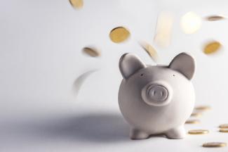 Bereits vor einer Privatinsolvenz kann der Pfändungsrechner darüber informieren, wie viel von Ihrem Einkommen pfändbar ist.