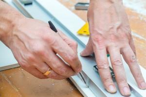 Eine professionelle Schuldnerberatung für Selbstständige wie Handwerker ist meist kostenpflichtig.
