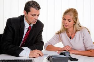 Beratung durch einen Rechtsanwalt: Für eine Schuldnerberatung werden in der Regel Kosten erhoben.