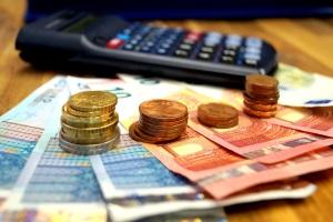 Rente: Ihr pfändbarer ergibt sich nach Abzug der Pflege- und Krankenversicherungsbeitrage aus der Pfändungstabelle.