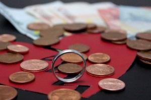 Hauptursachen für Schulden sind Arbeitslosigkeit und Scheidung.