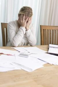 Wenn die Zahlungsunfähigkeit bevorsteht, ist es Zeit, sich an einen Schuldenberater zu wenden.