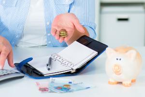 Geld-Spartipps: Im Alltag lassen sich Ausgaben so reduzieren, dass Sie dauerhaft Geld sparen.