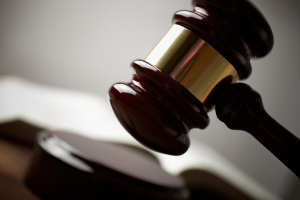 Teilungsversteigerung: Der Antrag muss beim zuständigen Amtsgericht gestellt werden.