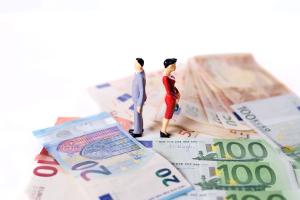 Im Falle einer Insolvenz sind Treuhänder und Insolvenzverwalter diejenige, die über das Vermögen des Schuldners verfügen.