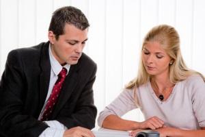 Bei Zahlungsunfähigkeit oder Überschuldung muss Insolvenz angemeldet werden.