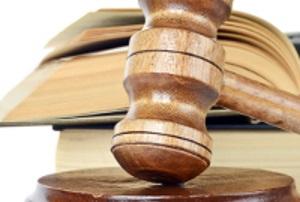 Wegen Unterhalt-Schulden kann das Jugendamt beim Gericht die Vollstreckung beantragen.