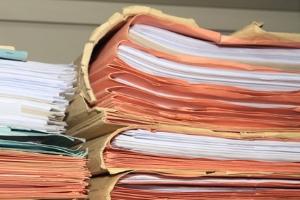 Ein vorläufiger Insolvenzverwalter hat gewisse Rechte. Er darf Einsicht in bestimmte Unterlagen nehmen.
