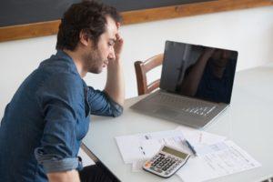 Wie hoch ist der Selbstbehalt bei Schulden?