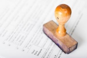 Der Zahlungsbefehl wird in Deutschland meist Mahnbescheid genannt.