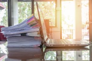 Ein für die Arbeit benötigter Laptop ist bei der Zwangsvollstreckung in bewegliches Vermögen unpfändbar.